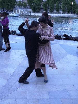 """A tango dancer at the """"quais de seine&quo..."""
