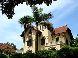 English: French colonial architecture in Hanoi...