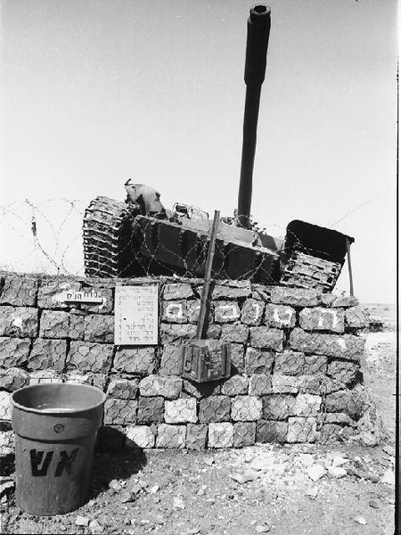 Κατεστραμμένο συριακό άρμα μάχης T-55 στα Υψώματα Γκολάν (Φωτογραφία: Wikipedia)
