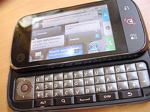 Jugando con el Motorola Dext de �scar Rodr�guez...