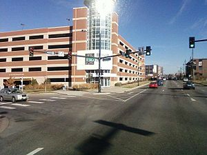English: W 6th Ave passing by parking garage f...