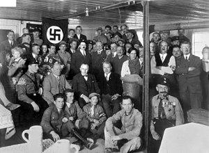 Munich.-Adolf Hitler and NSDAP treasurer Franz...