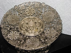 English: Dish, Filigree work