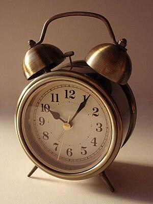 English: Alarm clock 日本語: 目覚まし時計