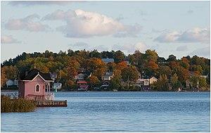 English: Autumn colours in Pikisaari, Hirvensa...