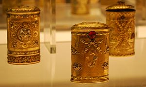 English: Gold and silver containers for small ...