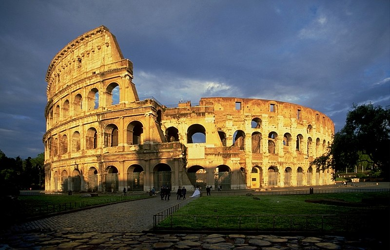 File:ColosseumAtEvening.jpg