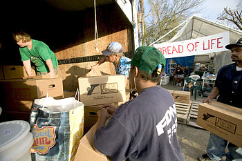 English: Port Charlotte,FL.,8/25/2004--Volunte...