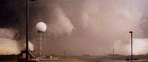 English: May 9, 1995 tornado that passed near ...