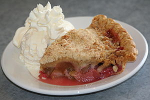 English: Rhubarb pie slice served a la mode at...
