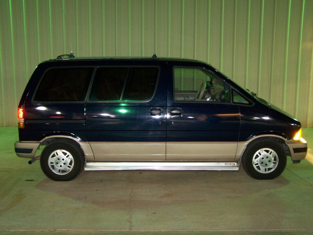 medium resolution of file 1989 aerostar eddie bauer jpg