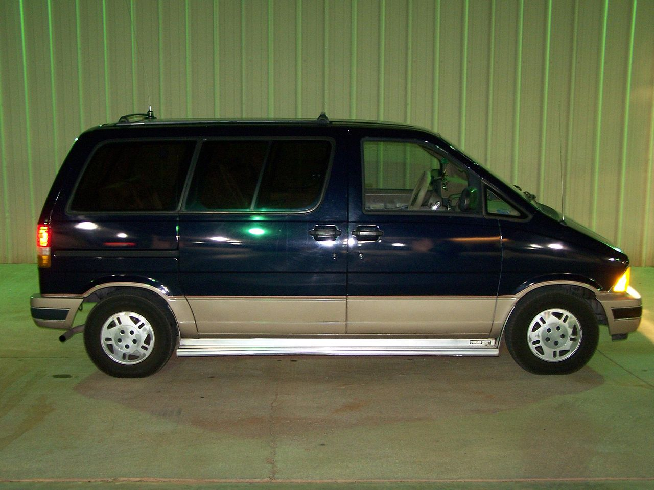 hight resolution of file 1989 aerostar eddie bauer jpg