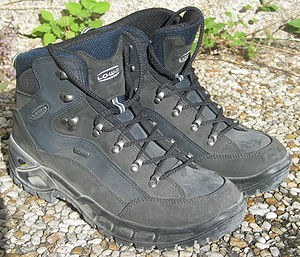 Hiking shoes (Lowa) Français : Chaussures de r...