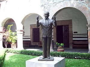 Español: Estatua de Miguel Bernal Jiménez en e...