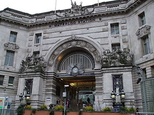 English: Main entrance to London Waterloo rail...