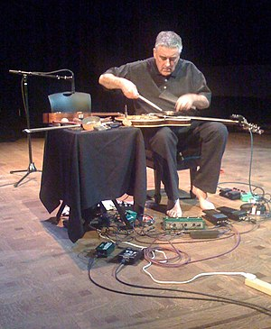 English: Fred Frith performing in Wallingford,...
