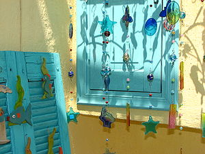 English: Wind chimes made of coloured glass.