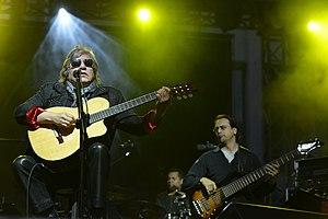 Jose Feliciano during concert.jpg
