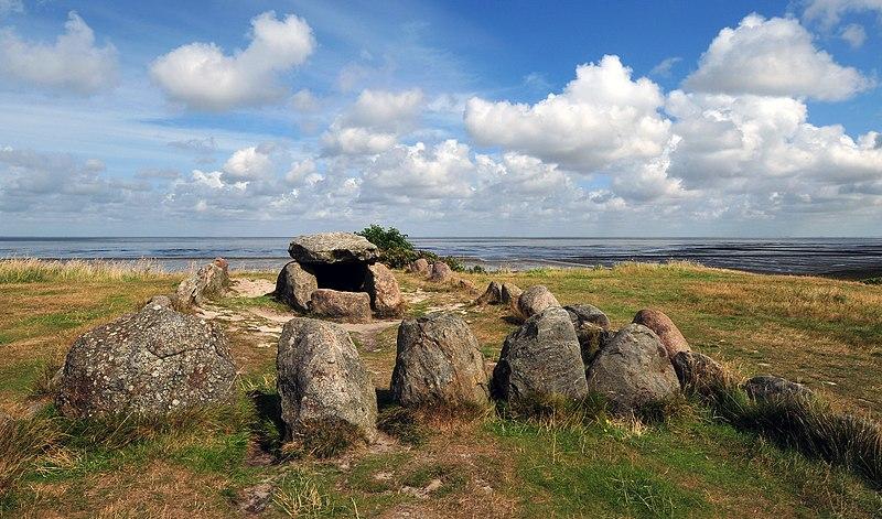 File:Megalithic grave Harhoog in Keitum, Sylt, Germany.jpg