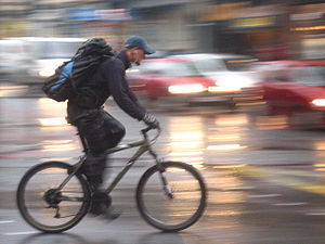 English: Cyclist in Edinburgh against blurry m...