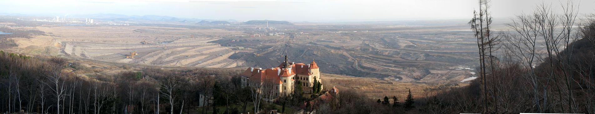Panorama zámku směrem na Komořany