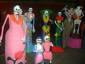 Familia esqueleto. Celebración del día de los ...