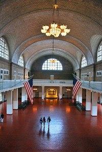 English: Ellis island Immigration Museum hall,...