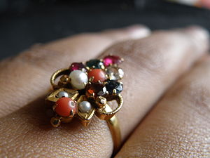 English: A ring with seven different kinds of ...