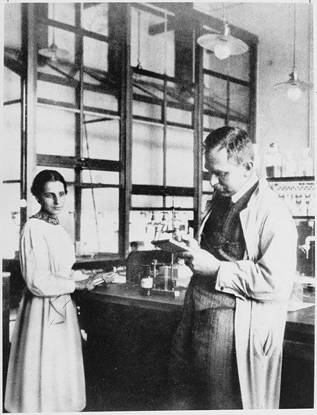 Archivo:Otto Hahn und Lise Meitner.jpg
