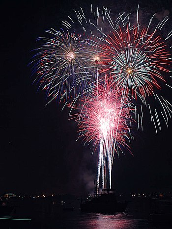 English: Independence Day fireworks, San Diego.