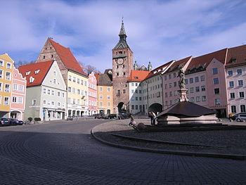 Hauptplatz mit Schmalzturm in Landsberg am Lech