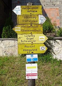 Wandermarkierungen am Frankenweg bei der Giechburg