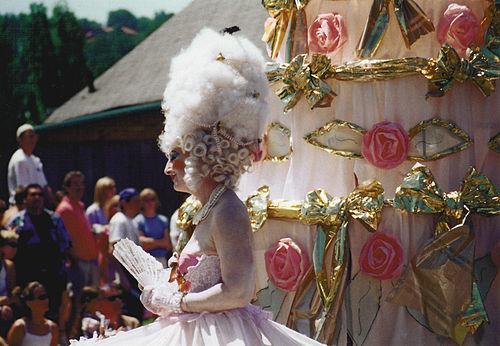 2000 Fremont Solstice Parade - Marie Antoinette