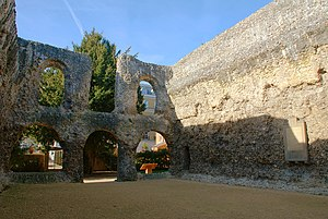 English: The ruined chapter house of Reading A...