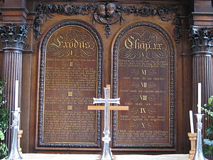 English: The altar screen of the Temple Church...