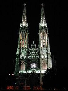 Votivkirche Wien bei Nacht.JPG