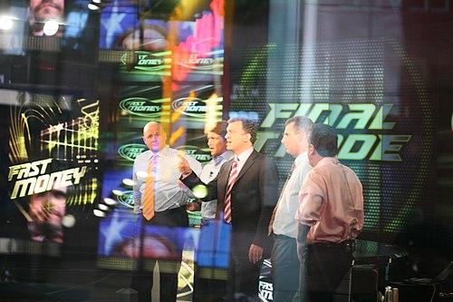 https://i0.wp.com/upload.wikimedia.org/wikipedia/commons/thumb/3/30/CNBC_Fast_Money_team.jpg/500px-CNBC_Fast_Money_team.jpg