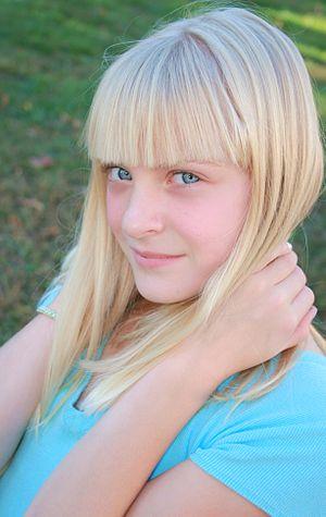 English: Blonde girl Русский: Блондинка