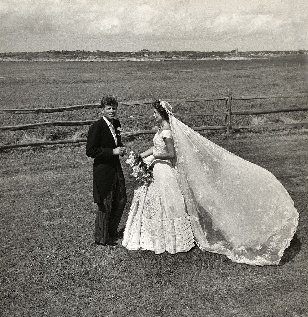 FileToni Frissell John F Kennedy and Jacqueline Bouvier on their wedding day 1953jpg