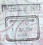 Um selo do Reino Unido passaporte emitido em Paris