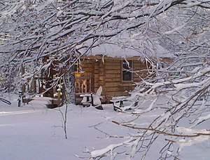 English: A modern build of a squared log cabin...