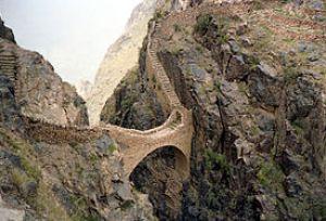 English: Footbridge in Shaharah, Yemen Françai...