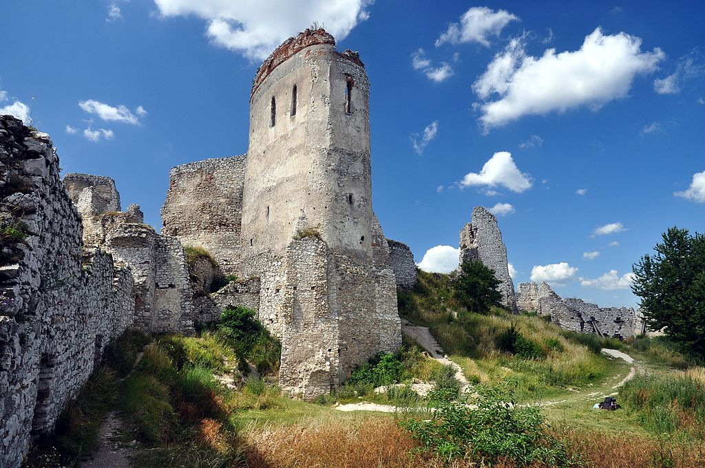 cachtice castle, cachticky hrad, what to do in slovakia, best place to visit in slovakia, top attractions in slovakia, tourist information in slovakia