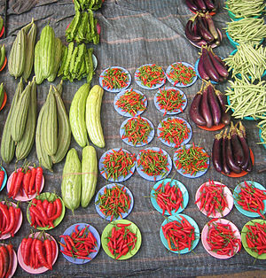 English: Organic vegetables at a farmers' mark...