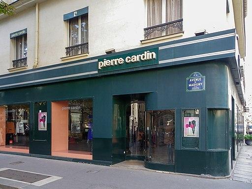 Boutique Pierre Cardin à l'angle de l'avenue de Marigny et de la rue du Faubourg-Saint-Honoré