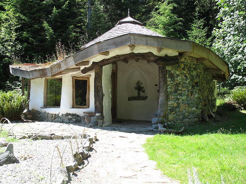 Ansicht eines Cob-Hauses