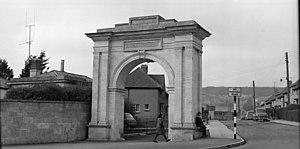 English: The memorial arch in Stroud circa 196...