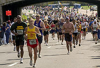 Runners participating in the 2004 US Marine Co...