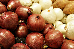 Two colors of onions