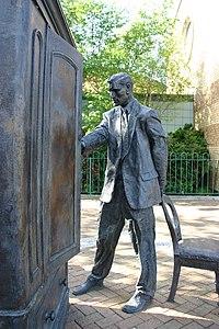Estátua de C. S. Lewis em Belfast.